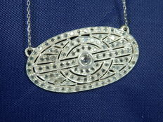 18 kt white gold necklace with diamonds.