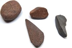 4 fragments of Neolithic used ochre stones, 30-50 mm (4)