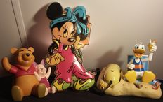 Disney, Walt – 3 miscellaneous objects – i.a. Donald Duck Telephone + Minnie Mouse Bed lamp + Winnie the Pooh piggy bank (1980s/2000s)