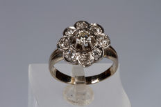 18 kt white gold ring with central diamond and accent diamonds