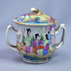 Canton porcelain cream pot with court scenes - China - ca. 1890