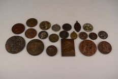 21 old charters/medals