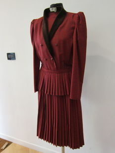 Valentino – Miss V – Complete suit.