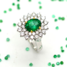 Ring in 18 kt gold with emerald and diamonds totalling 2.14 ct