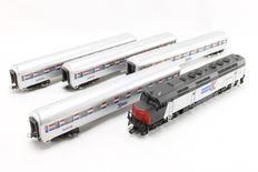 Mehano H0 - Diesel locomotive with four carriages 'Amtrak' from USA