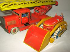TippCo/Gescha, (Western) Germany - Length 16-28 cm - Sheet metal fire ladder and bulldozer with gear drive - 30/50s,