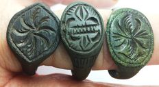 Medieval bronze ring decorated - 20mm 21mm, 23mm