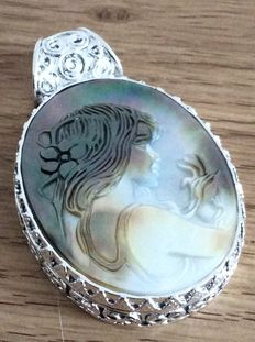 Hand-carved mother of pearl cameo pendant – Shell