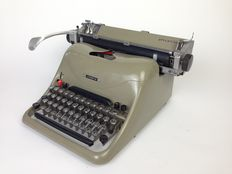 Marcello Nizzoli for Olivetti - A3 model Typewriter 'Lexikon 80' (part of MoMA collection)