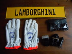 Lot Lamborghini and Ferrari items