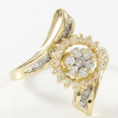 Estate 10kt Yellow Gold  Ring Set With Diamonds