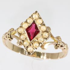 Late Victorian diamond shaped ring with red strass stone and pearls - circa 1890