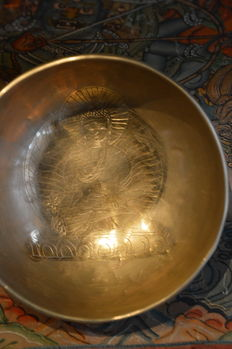 Singing bowl with engraved Buddha - Nepal / India - late 20th century