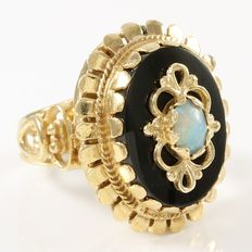 Estate 14kt Yellow Gold Ring Set  with Opal and Onyx