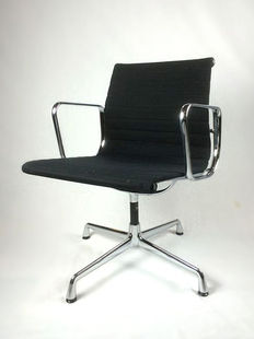 Charles and Ray Eames by Vitra – ea 108 conference chair