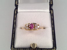 18 karat yellow gold ring with ruby ​​and diamonds of 0.30 ct