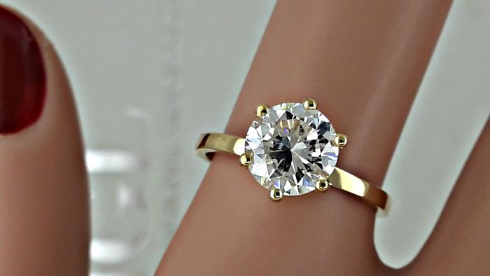 1.50 ct  round diamond ring made of 18 kt yellow gold - size 6