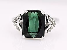 Green Tourmaline and Diamonds ring - No reserve price!