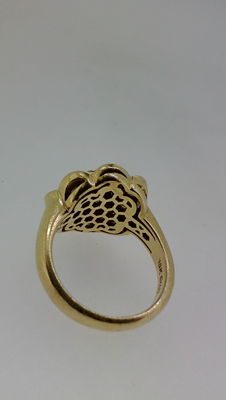 Anillo flor oro y diamantes (4,50 ct,s aprox.)