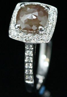 Diamond ring, 1.71 ct with Official certificate. - NO RESERVE