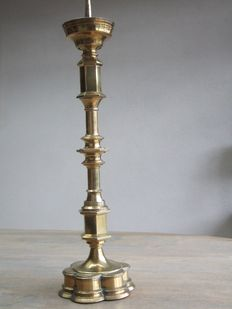 Dutch large pen candlestick 19th century, cast in brass.
