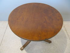 An English colonial dining table on three truss leg - wood type unknown - ca. 1870