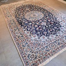 Beautiful Persian Nain 9LA, with silk – 300 x 200 – with certificate – great appearance!