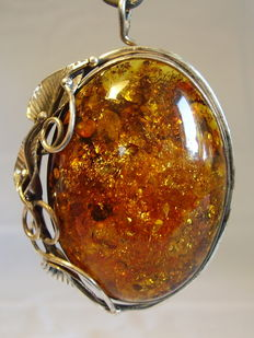 A big amber pendant / brooch, natural amber, Balticum