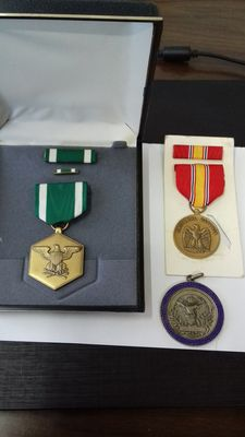 United States of America, lot of medal dor Military Merit with original box, including ribbon and top bar + National Defense medal and ribbon all original 100% + National shooting medallion ca.1920 in 800 silver