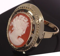 Gold ring set with cameo