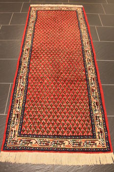 Beautiful hand-woven Oriental carpet, Sarough Mir, 82 x 200 cm, made in India, end of the 20th century