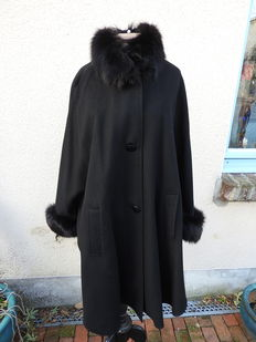 Wienberg Paris – Long wool coat with genuine fox fur trims