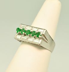 Emerald & Baguette Diamonds (total 0.65ct) set on 18k White Gold Ring - E.U Size 56 resizable