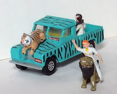 Corgi Toys - Scale 1/43 - Land Rover Daktari complete with all figures from Gift Set 7
