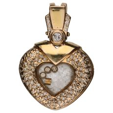 Yellow gold pendant set with 79 brilliant cut diamonds, 1 of approx. 0.20 ct and 78 of approx. 0.01 ct. Total: 0.98 ct.