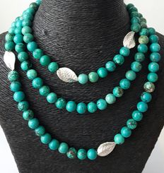 Extra long necklace made of natural turquoise and 925/1000 silver beads.