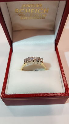 14 kt ring, 0.60 ct brilliant cut diamond