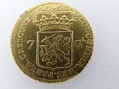Gelderland - halve gold 7 guilder rider, 1760 (struck slightly off-centre)