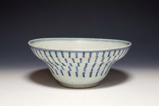Blue and white porcelain bowl - China - 19th century