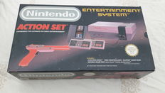 Nes action set  boxed  incl 3 games