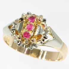 Typical Vintage Fifties bi-color gold ring with red stones - circa 1950