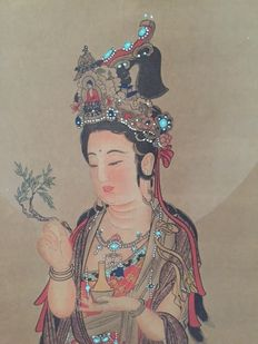 Bodhisattva Avalokiteshvara (Guanyin) hand-painted – China – second half of 20th century.