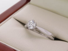 Gold solitaire diamond ring with 0.30 ct - SI2/E colour