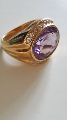 18 kt cocktail ring with amethyst
