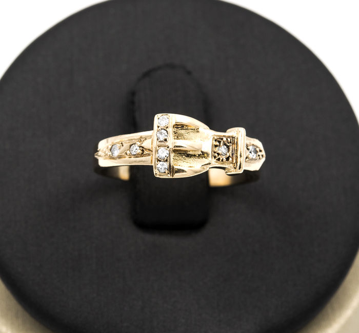 18 kt/750 Yellow gold – Cocktail ring – Diamonds in belt design – Size: 12 (SP)