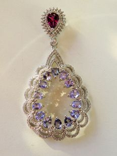 Stunning silver pendant with 14 iolite and 1 garnet