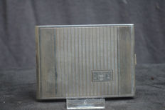 Beautiful engraved silver cigarette box with the text France 22-6-1944 – Belgian hallmarks Delheid Frères – 800