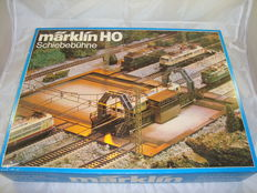 """Märklin H0 - 7294/2291 - Electrically Operated """"Schiebebühne"""" Transfer Table for all track types, together with 12x K-track adaptor pieces"""