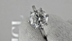 IGL 2.26 ct round diamond ring made of 18 kt white gold