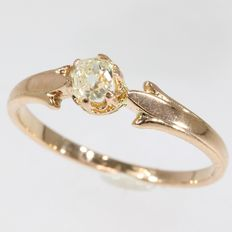 Gold Victorian engagement ring with one old mine brilliant cut diamond - anno 1870